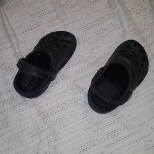 kid crocs with strap
